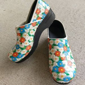 Sanita Signature Clog Size 39 Flower Like-NEW